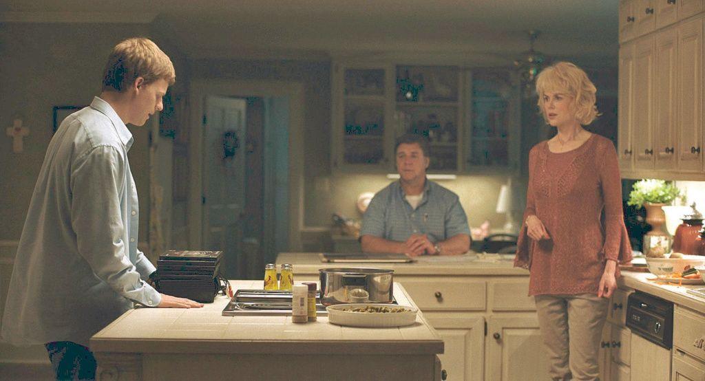 Nicole Kitman como Nancy Eamons, Lucas Hedges como Jared Eamons y Russell Crowe como Marshall Eamons en Identidad Borrada (Boy Erased)
