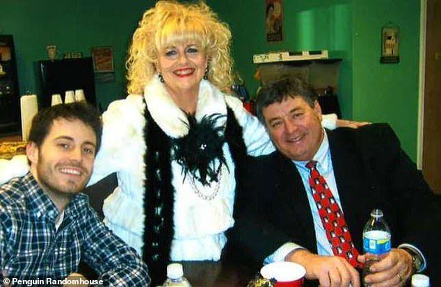 Garrard Conley con sus padres